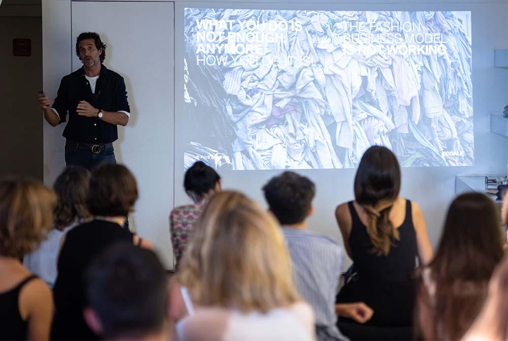 Javier Goyeneche durante a apresentação da Ecoalf   Associação ModaLisboa