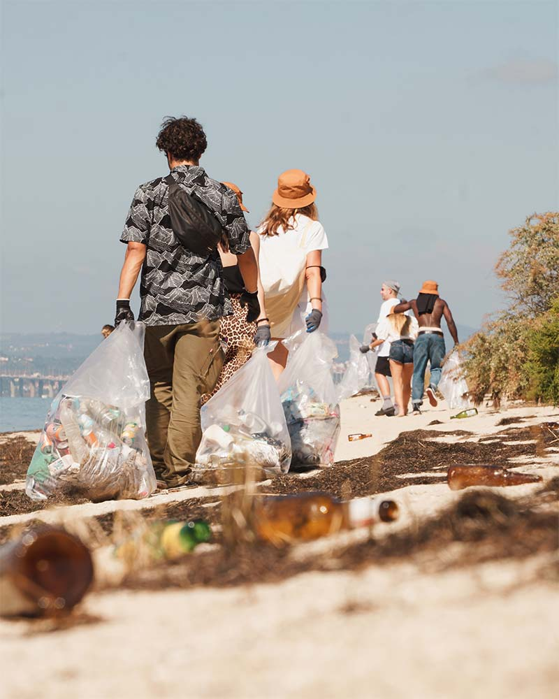 Levi's Sustainability Experience: Beach Clean Up   Photo: Partiu Visuals